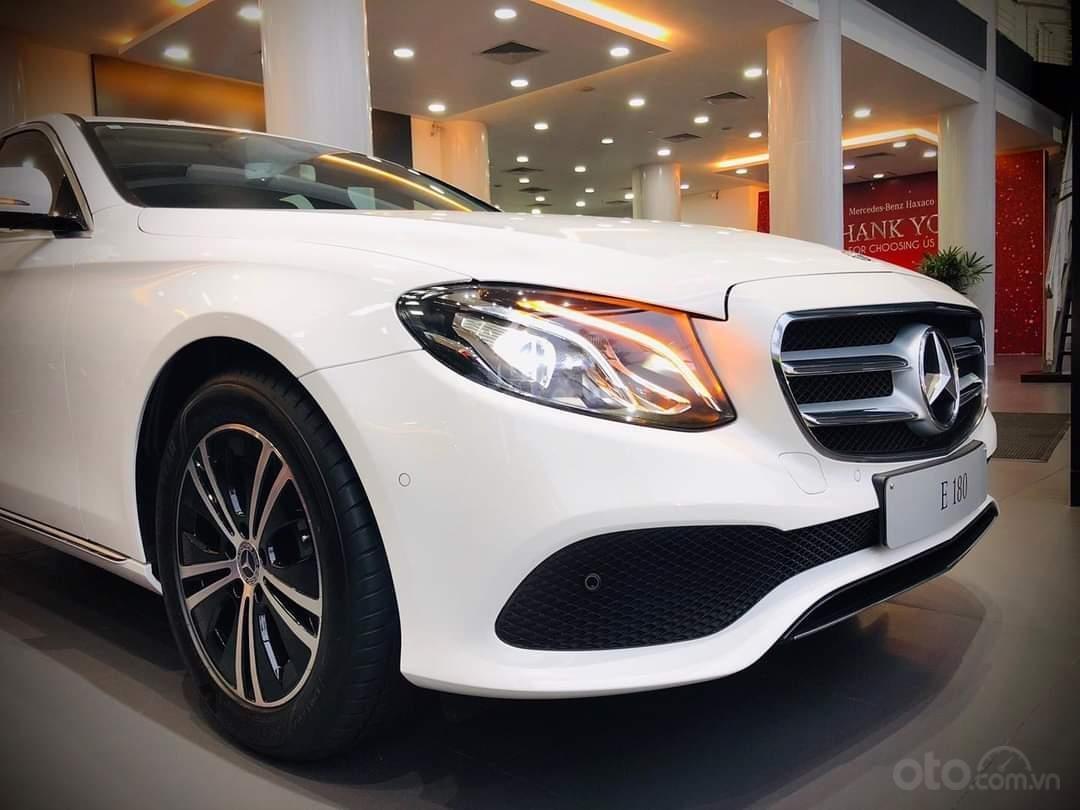 Mercedes E180 mua ngay hôm nay nhận ngay ưu đãi khủng, trả trước 350 triệu nhận xe ngay (5)