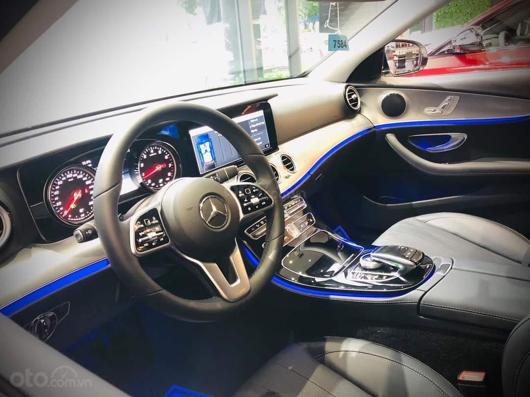 Mercedes E180 mua ngay hôm nay nhận ngay ưu đãi khủng, trả trước 350 triệu nhận xe ngay (7)