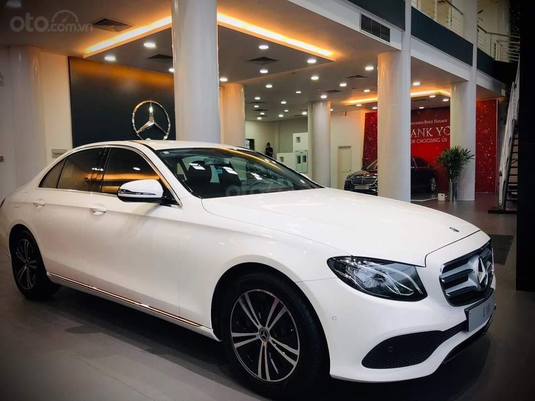Mercedes E180 mua ngay hôm nay nhận ngay ưu đãi khủng, trả trước 350 triệu nhận xe ngay (1)