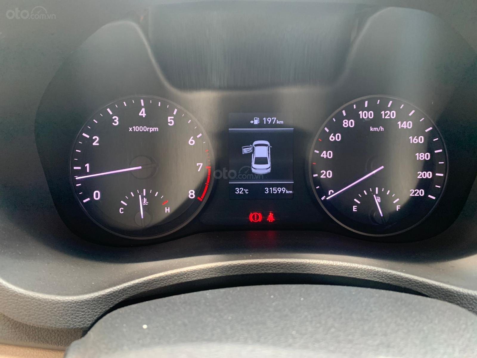 Hyundai Accent 1.4MT 2018 màu vàng - tặng 100% phí trước bạ + bảo hiểm vật chất (8)