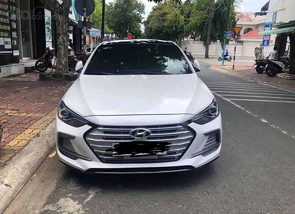 Bán Hyundai Elantra Sport năm 2019, màu trắng chính chủ, giá 648tr (3)