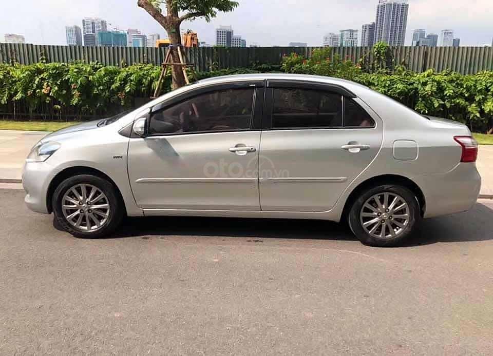 Cần bán xe Toyota Vios 1.5E sản xuất năm 2012, màu bạc chính chủ, giá 248tr (1)