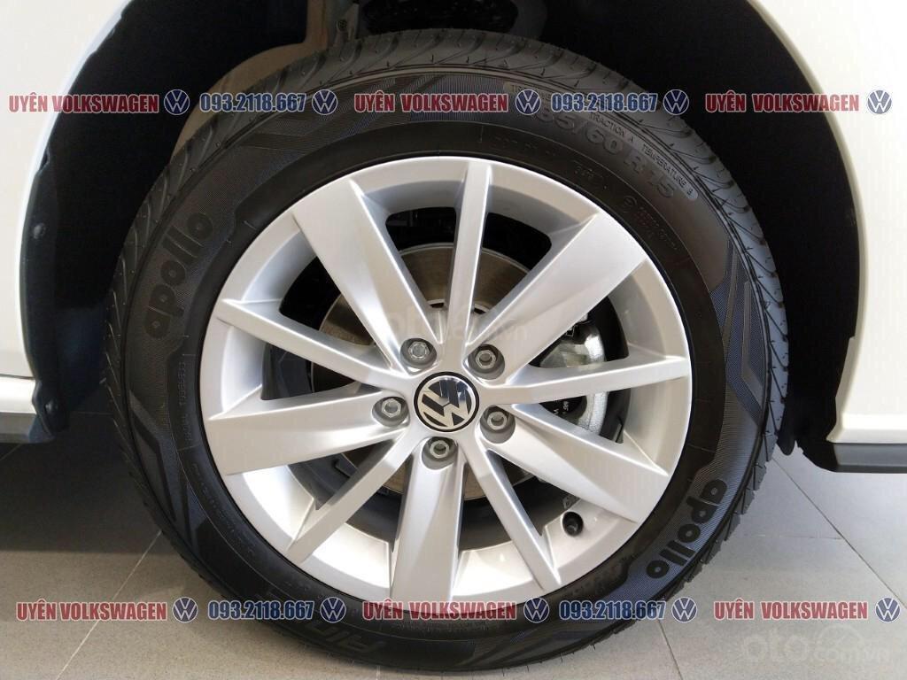 Ưu đãi lớn giảm phí trước bạ xe Polo Hatchback màu trắng Ngọc Trinh mới, xe nhỏ gọn tiện dụng, thời trang, LH Ms. Uyên (3)