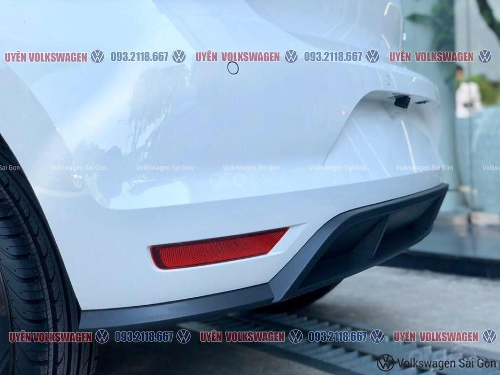 Ưu đãi lớn giảm phí trước bạ xe Polo Hatchback màu trắng Ngọc Trinh mới, xe nhỏ gọn tiện dụng, thời trang, LH Ms. Uyên (2)