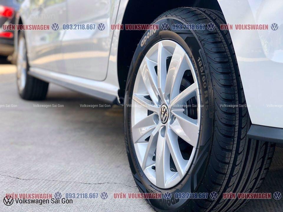 Ưu đãi lớn giảm phí trước bạ xe Polo Hatchback màu trắng Ngọc Trinh mới, xe nhỏ gọn tiện dụng, thời trang, LH Ms. Uyên (4)