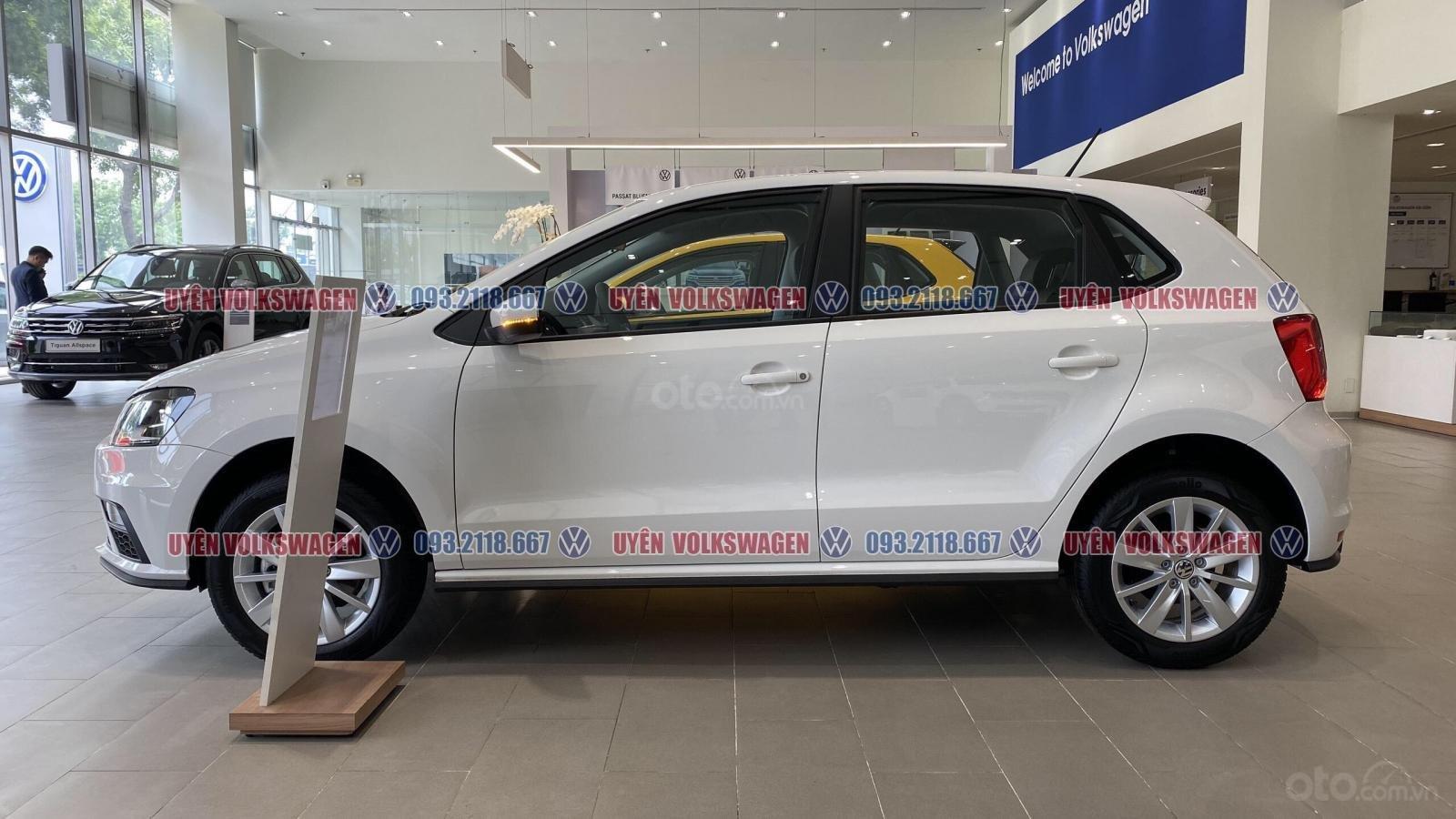 Ưu đãi lớn giảm phí trước bạ xe Polo Hatchback màu trắng Ngọc Trinh mới, xe nhỏ gọn tiện dụng, thời trang, LH Ms. Uyên (5)