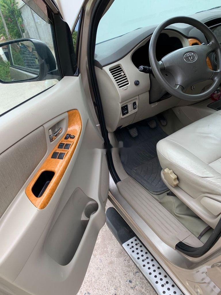 Bán Toyota Innova năm sản xuất 2010, chính chủ sử dụng (5)