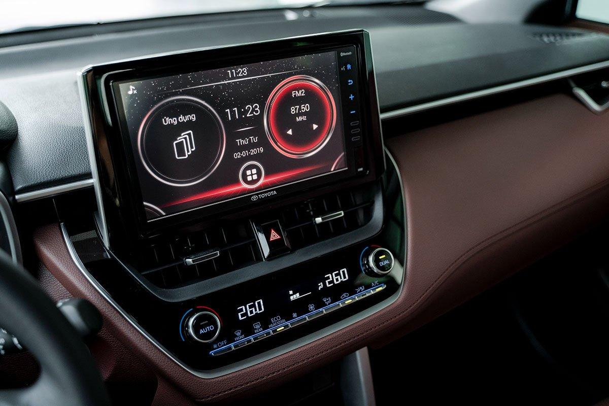Màn hình giải trí 9 inch của Toyota Corolla Cross 1.8HV 2020.
