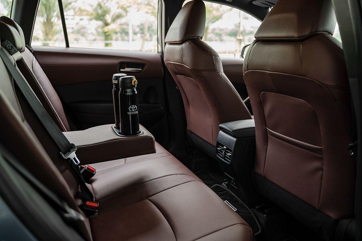 Hàng ghế sau Toyota Corolla Cross 1.8HV 2020.