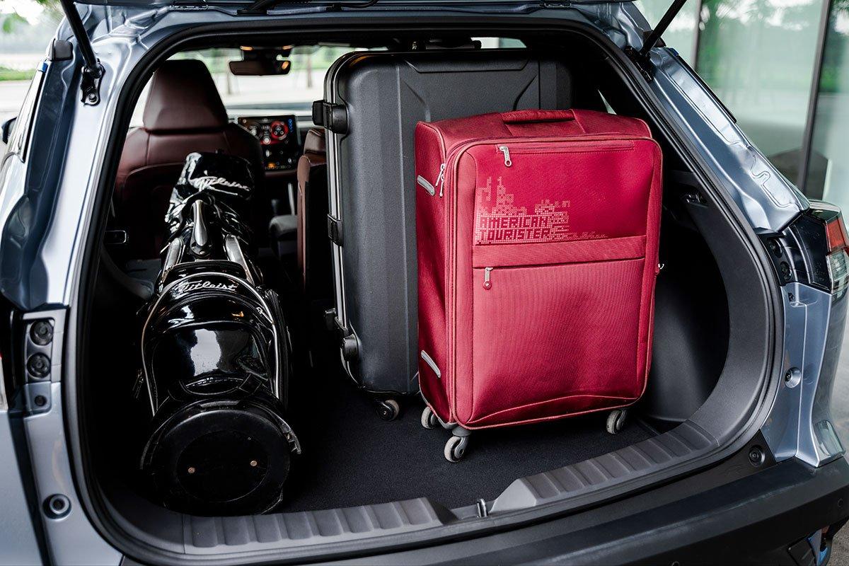 Không gian khoang hành lý của Toyota Corolla Cross 1.8HV 2020 1.