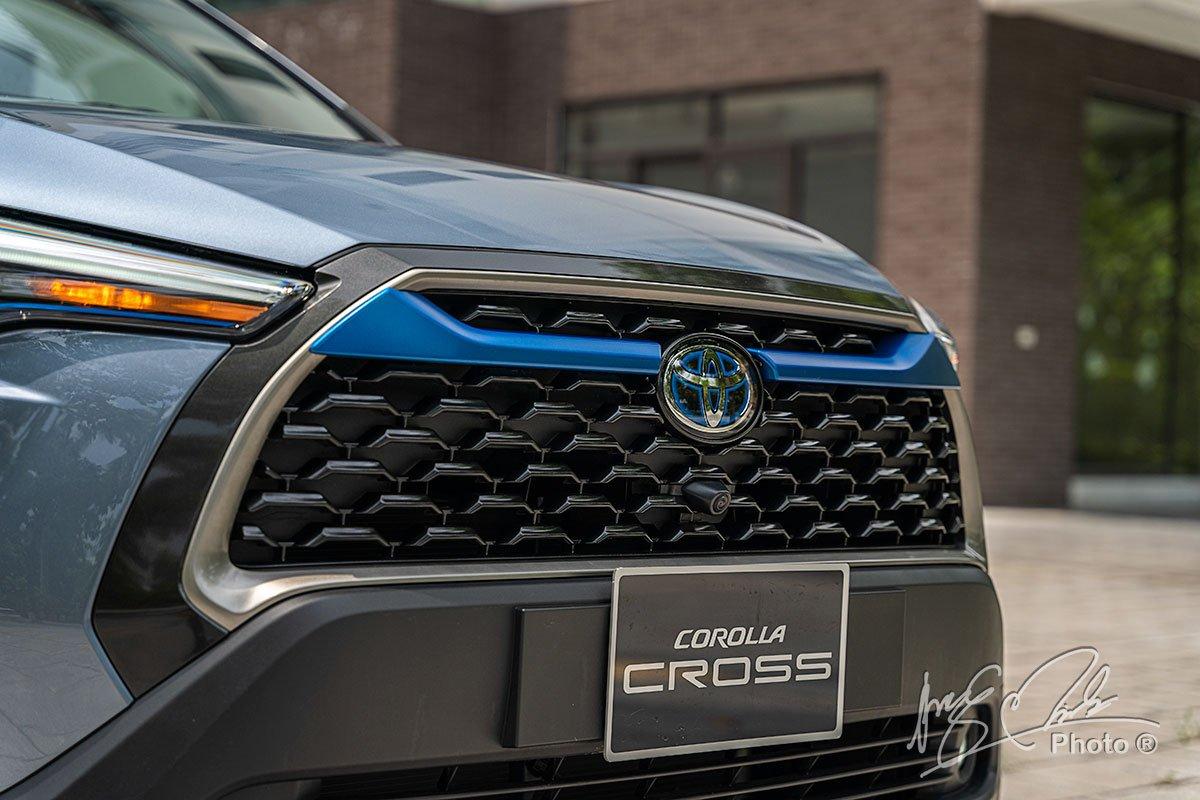 Lưới tản nhiệt của Toyota Corolla Cross 1.8HV 2020.