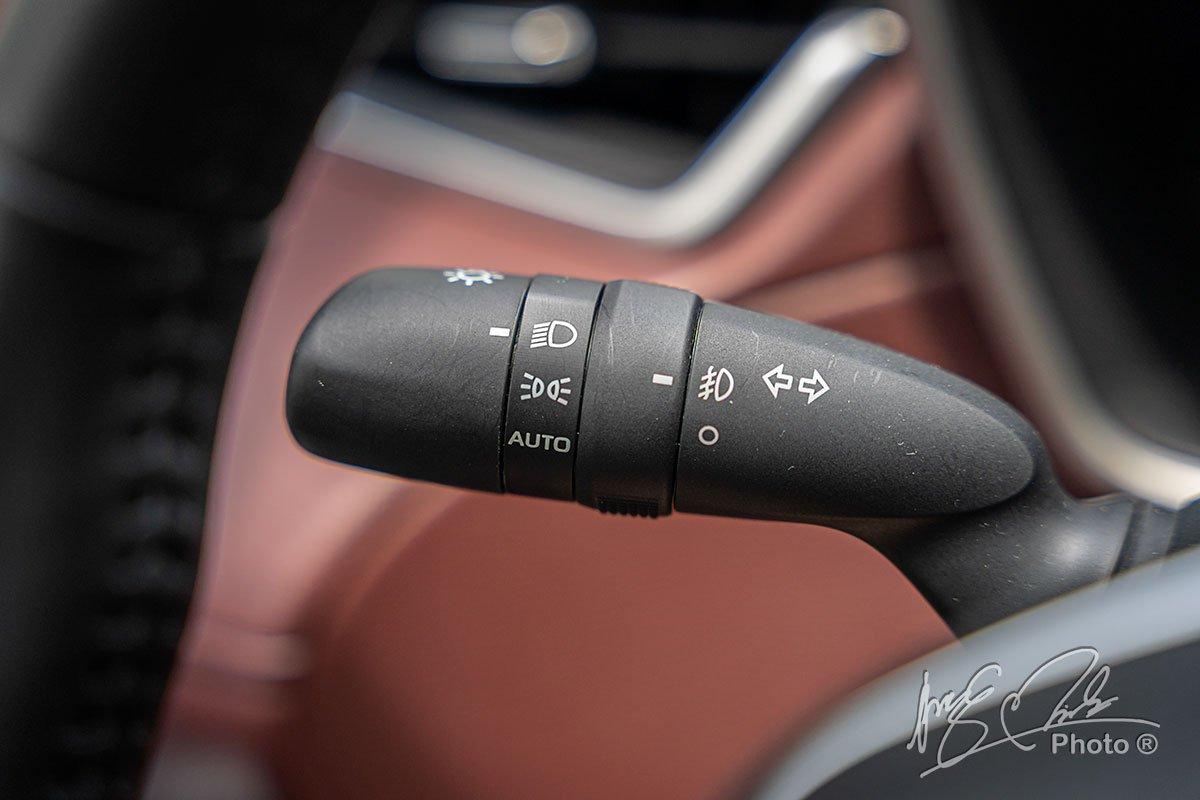 Đèn pha tự động của Toyota Corolla Cross 1.8HV 2020.