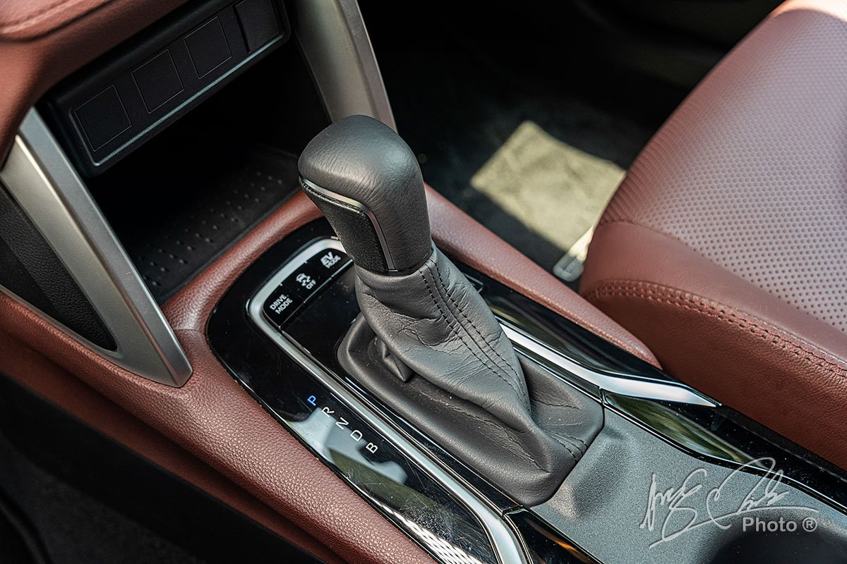 Hộp số tự động E-CVT trên Toyota Corolla Cross 1.8HV 2020.