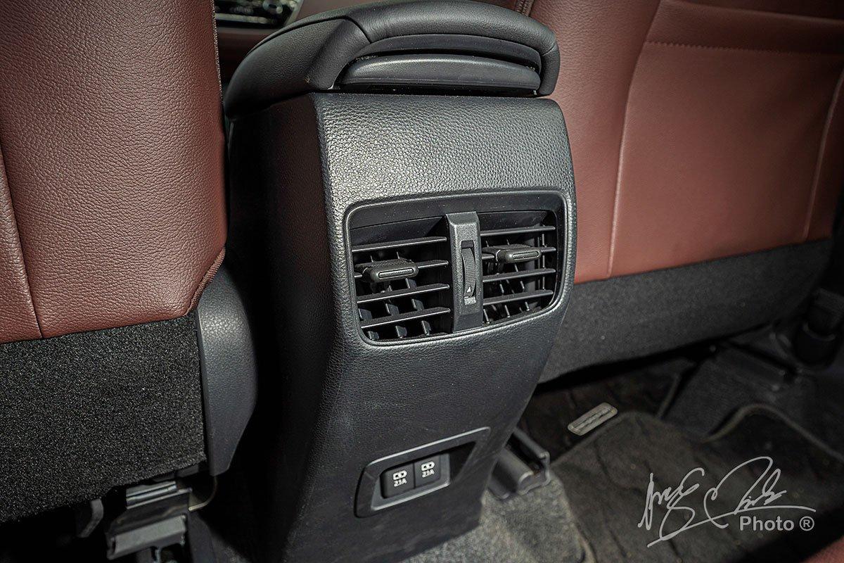 Cửa gió cho hàng ghế sau của Toyota Corolla Cross 1.8HV 2020.