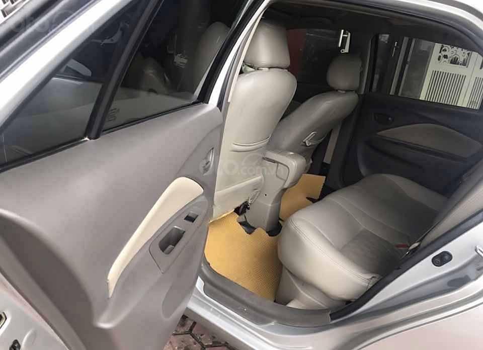 Cần bán lại xe Toyota Vios sản xuất năm 2011, màu bạc xe gia đình, giá 285tr (4)