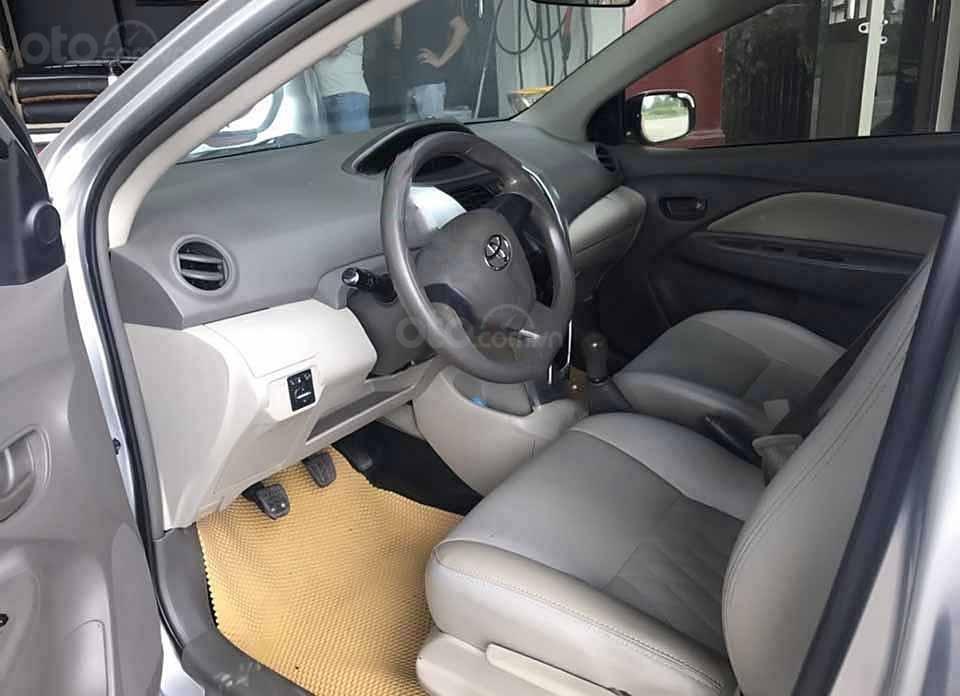 Cần bán lại xe Toyota Vios sản xuất năm 2011, màu bạc xe gia đình, giá 285tr (3)