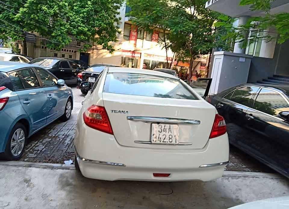 Bán Nissan Teana đời 2010, màu trắng, nhập khẩu nguyên chiếc (2)