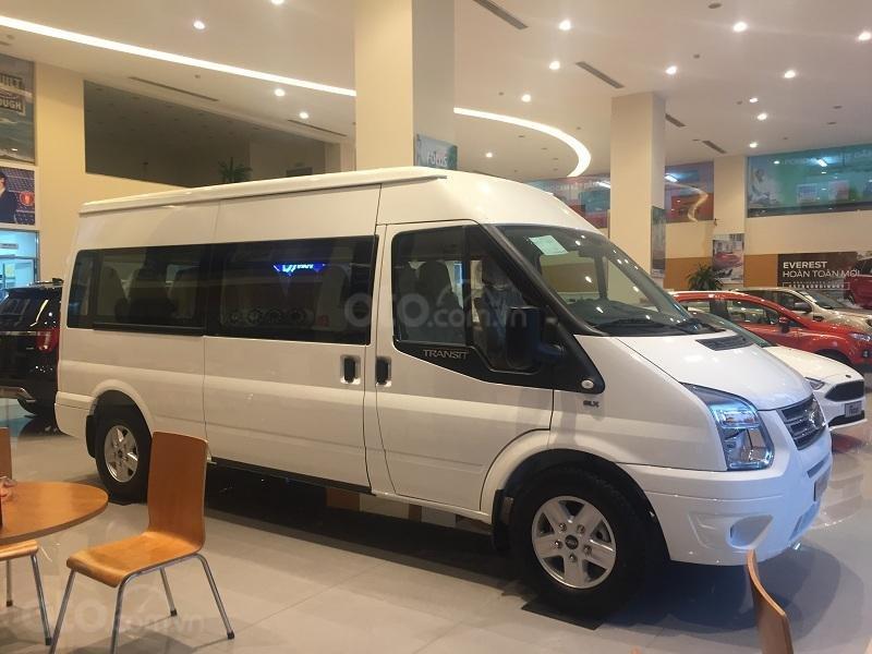 Xe Ford Transit SVP 2020, màu trắng (1)