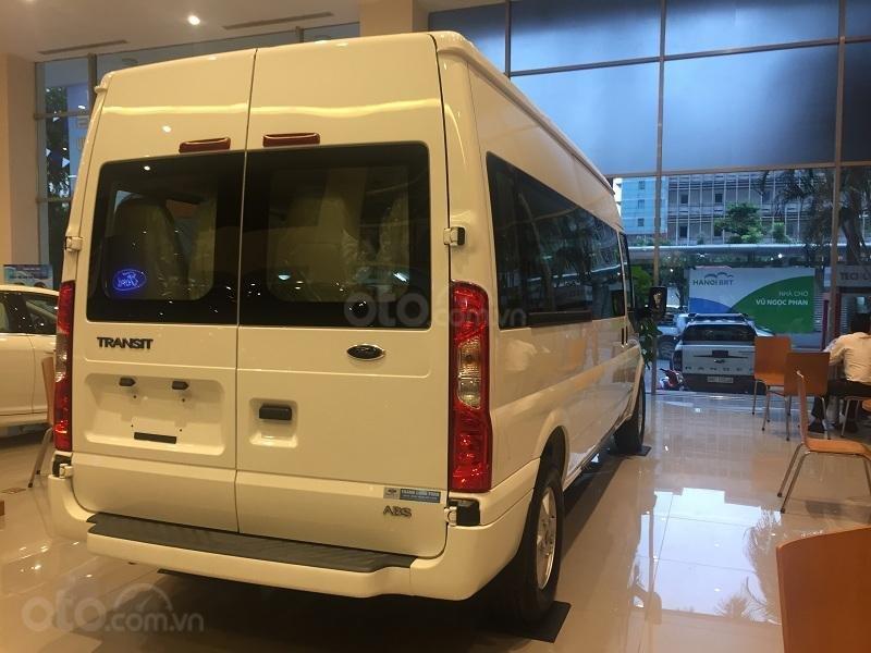 Xe Ford Transit SVP 2020, màu trắng (4)
