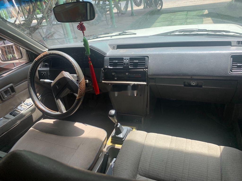 Cần bán Nissan Bluebird đời 1987, màu trắng, nhập khẩu nguyên chiếc, giá chỉ 30 triệu (3)