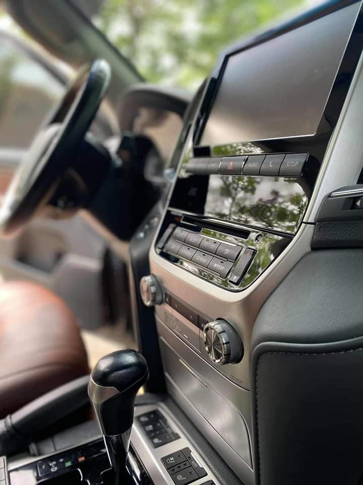 Cần bán gấp Toyota Land Cruiser năm sản xuất 2017, màu đen, nhập khẩu (5)