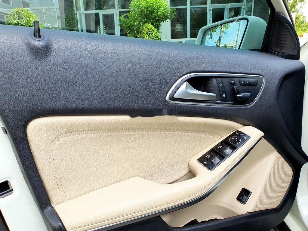 Cần bán lại xe Mercedes GLA200 năm sản xuất 2015, màu trắng (12)
