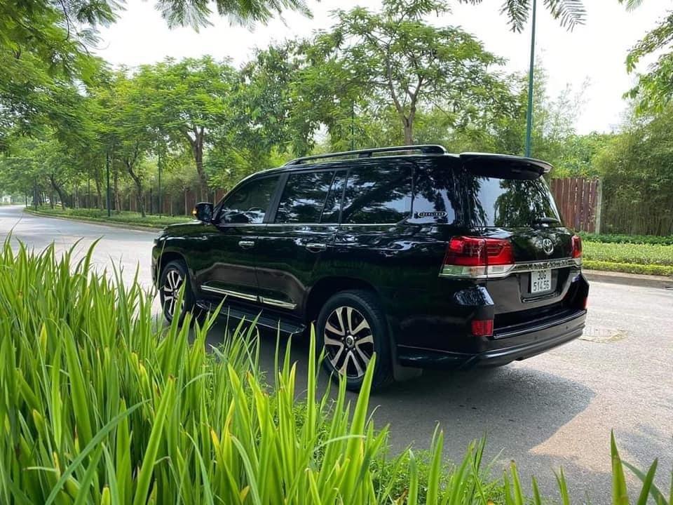 Cần bán gấp Toyota Land Cruiser năm sản xuất 2017, màu đen, nhập khẩu (9)