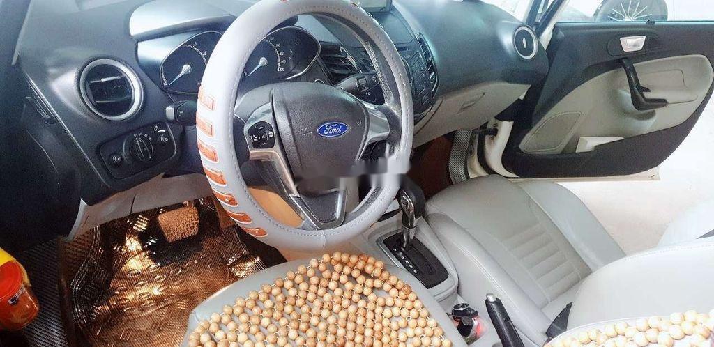 Cần bán xe Ford Fiesta năm sản xuất 2014, màu trắng, giá 325tr (9)