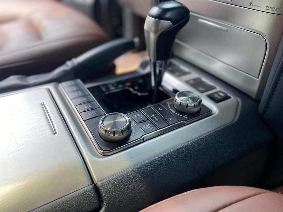 Cần bán gấp Toyota Land Cruiser năm sản xuất 2017, màu đen, nhập khẩu (3)