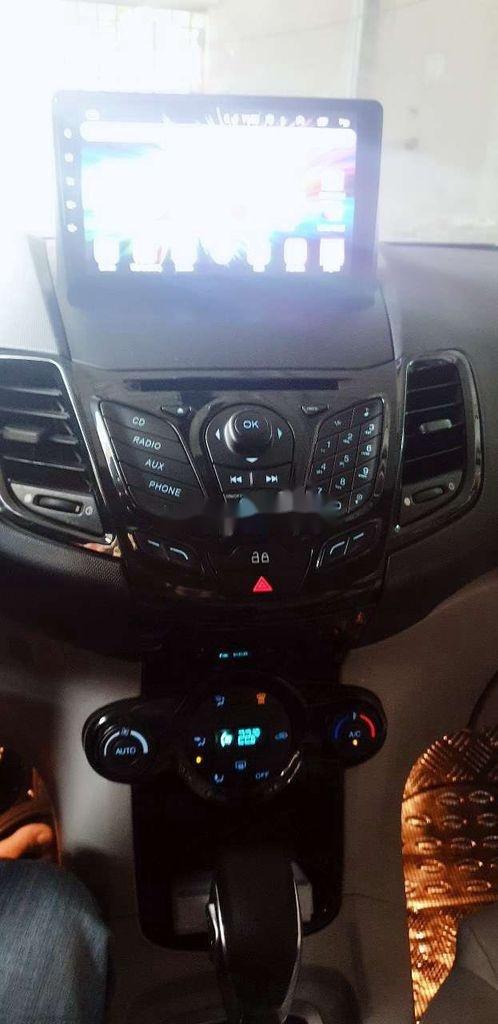 Cần bán xe Ford Fiesta năm sản xuất 2014, màu trắng, giá 325tr (11)