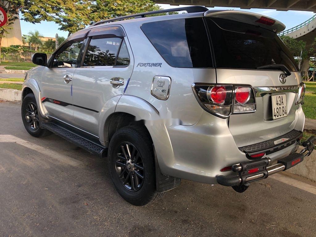 Bán Toyota Fortuner sản xuất 2015, màu bạc (5)