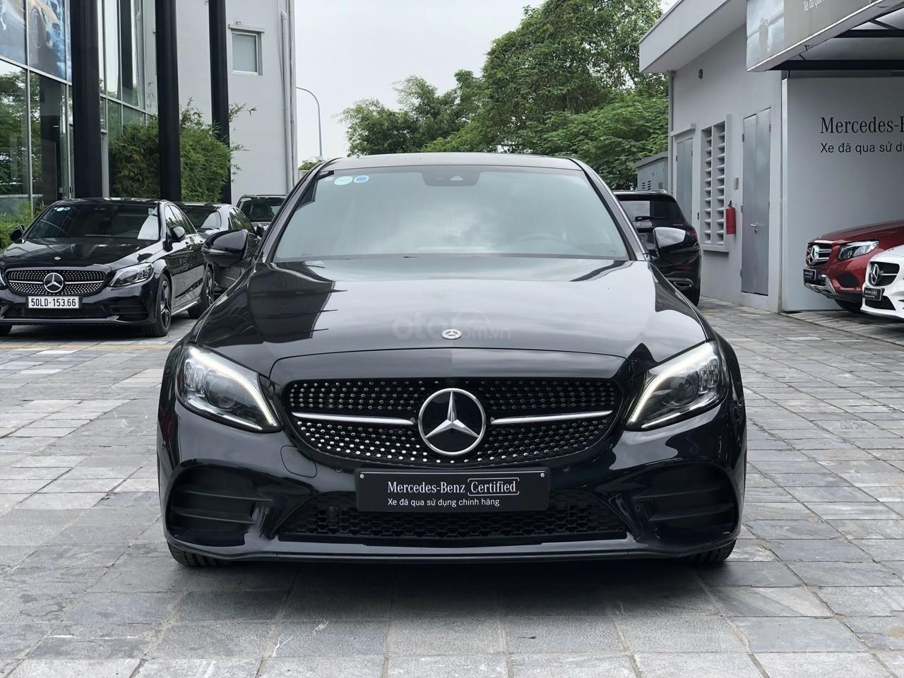 Sở hữu ngay Mercedes C300 2019 - giá cực tốt (1)