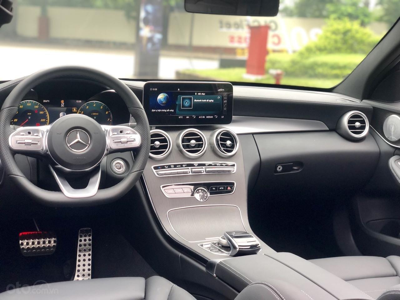 Sở hữu ngay Mercedes C300 2019 - giá cực tốt (4)