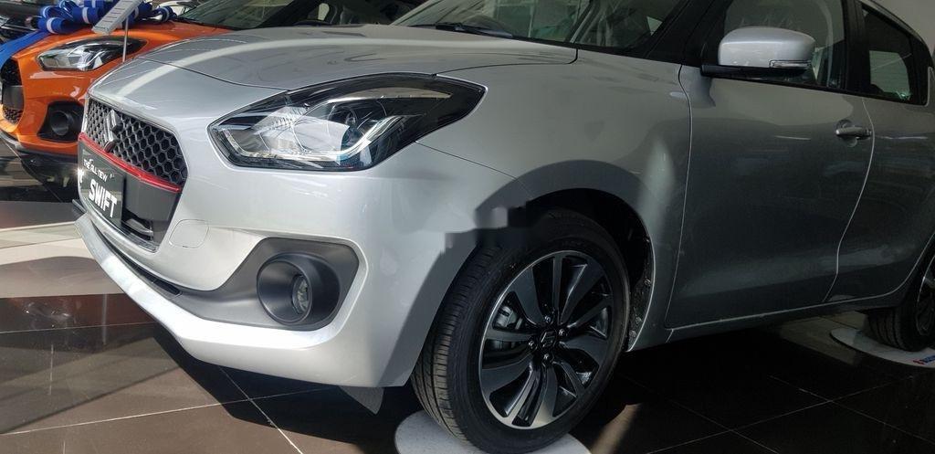 Thanh lý gấp Suzuki Swift GLX sản xuất năm 2018, màu bạc (2)