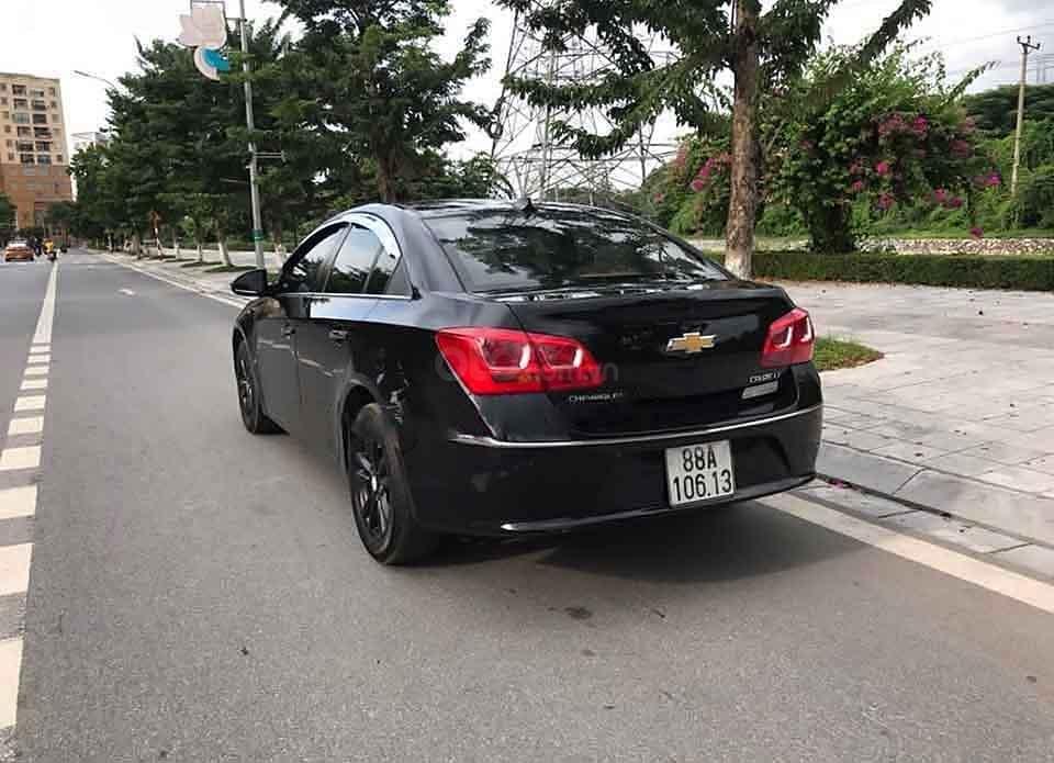 Bán Chevrolet Cruze LT 1.6 MT đời 2015, màu đen còn mới giá cạnh tranh (4)