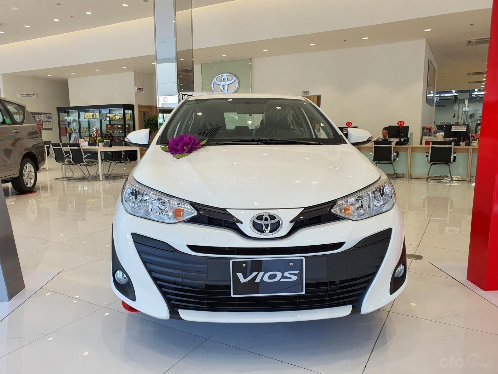 """""""Hot"""" bán Toyota Vios 1.5E MT - Ưu đãi cực hấp dẫn - Quà tặng theo xe - Đưa trước 120 triệu (1)"""
