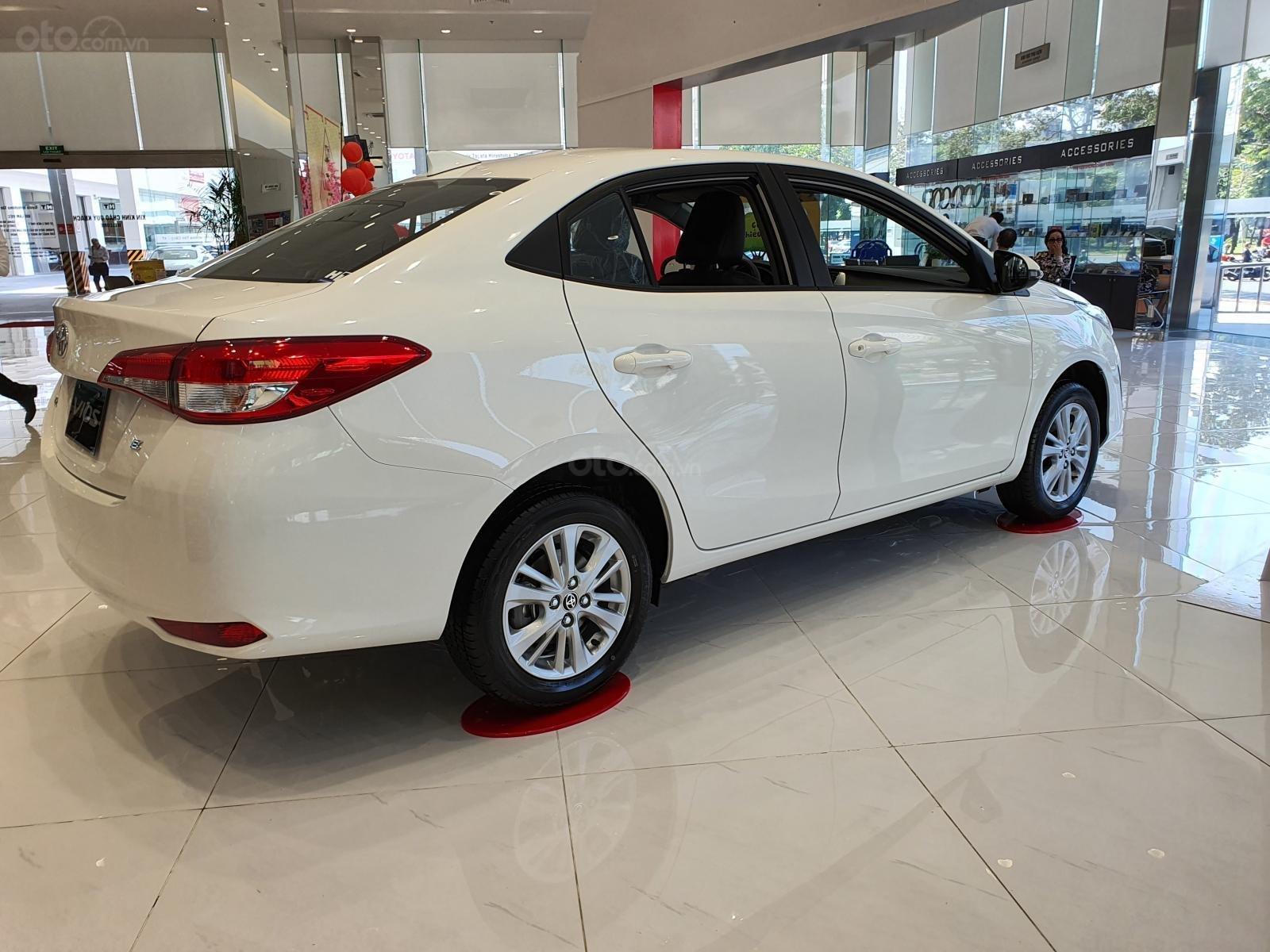 """""""Hot"""" bán Toyota Vios 1.5E MT - Ưu đãi cực hấp dẫn - Quà tặng theo xe - Đưa trước 120 triệu (3)"""