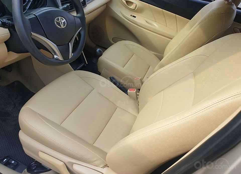 Cần bán xe Toyota Vios E sản xuất 2015, màu vàng còn mới (4)