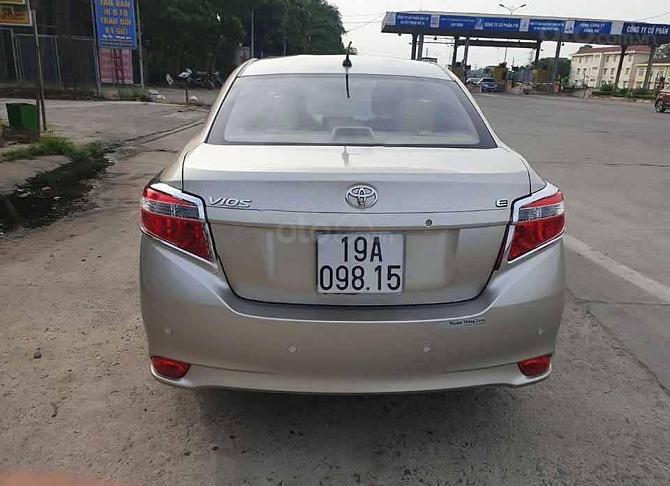Cần bán xe Toyota Vios E sản xuất 2015, màu vàng còn mới (5)