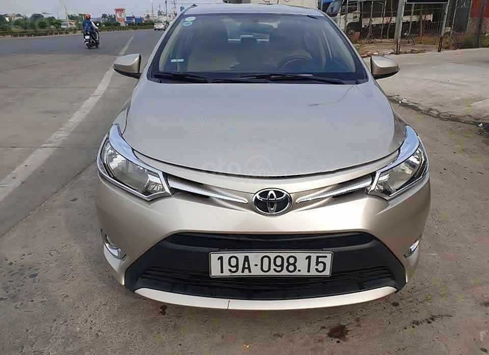 Cần bán xe Toyota Vios E sản xuất 2015, màu vàng còn mới (1)