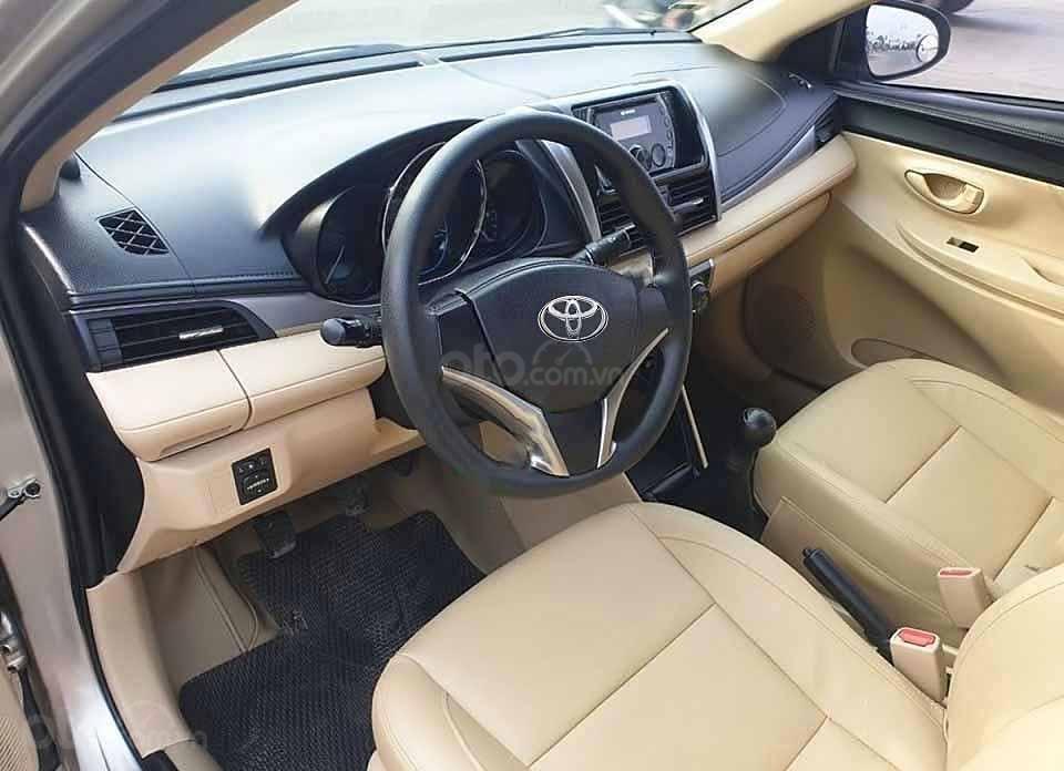 Cần bán xe Toyota Vios E sản xuất 2015, màu vàng còn mới (2)