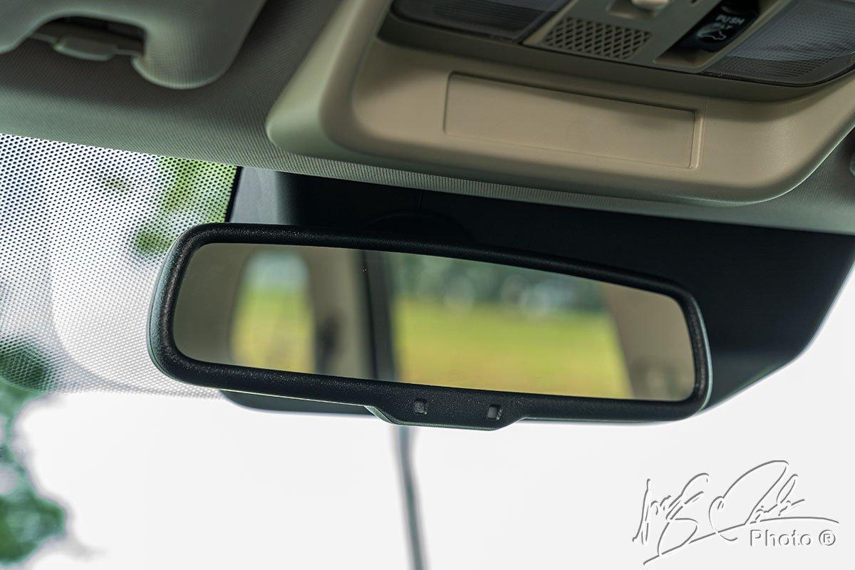 Gương chống chói tự động trên Mitsubishi Outlander 2.4 CVT Premium 2020.