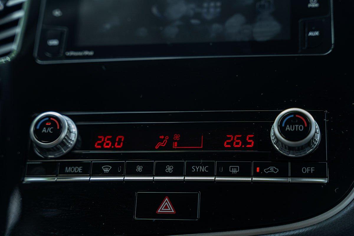 Điều hòa tự động 2 vùng độc lập trên Mitsubishi Outlander 2.4 CVT Premium 2020.