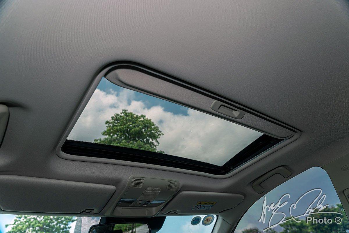 Cửa sổ trời trên Mitsubishi Outlander 2.4 CVT Premium 2020.