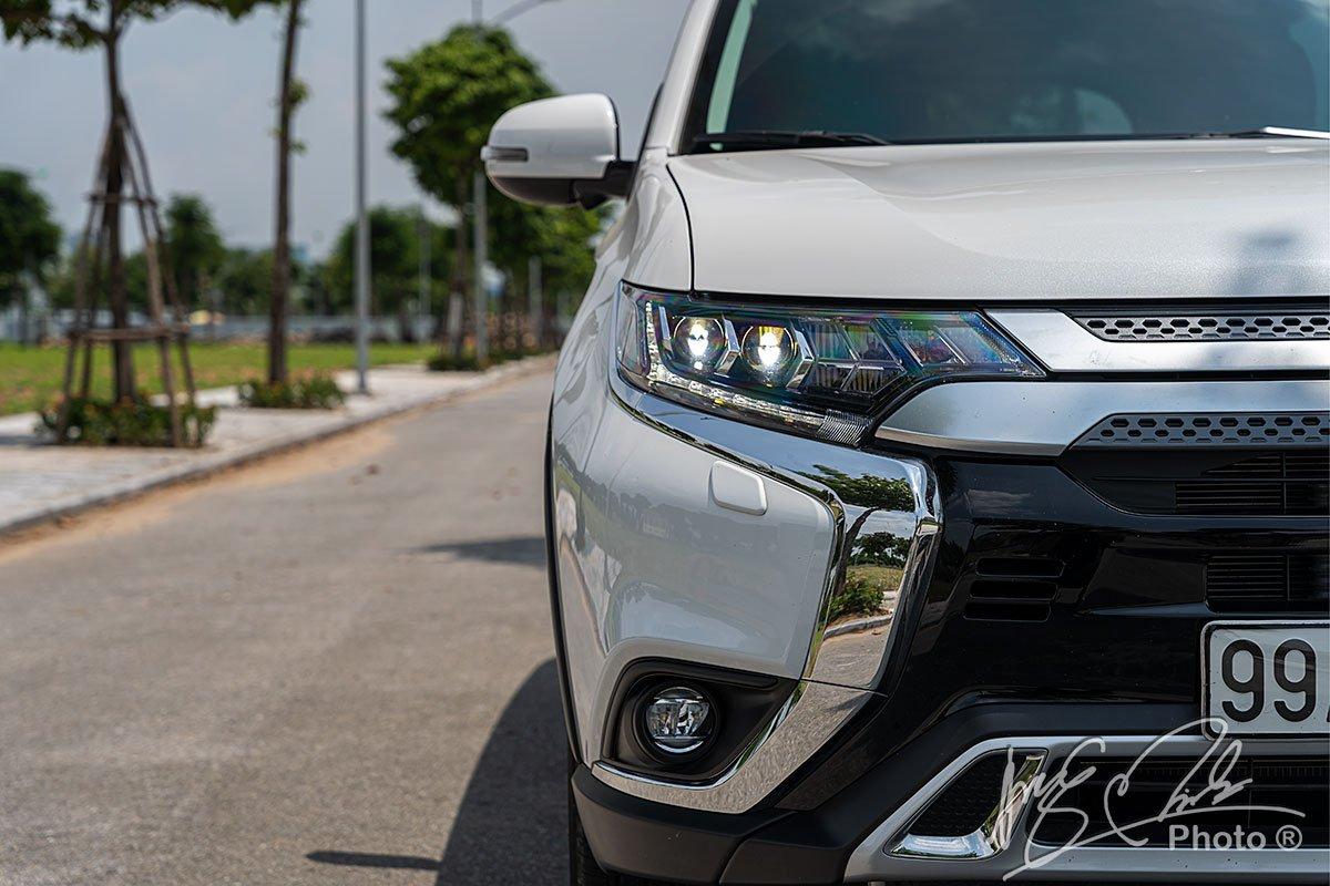 Thiết kế đèn pha mới trên Mitsubishi Outlander 2.4 CVT Premium 2020.