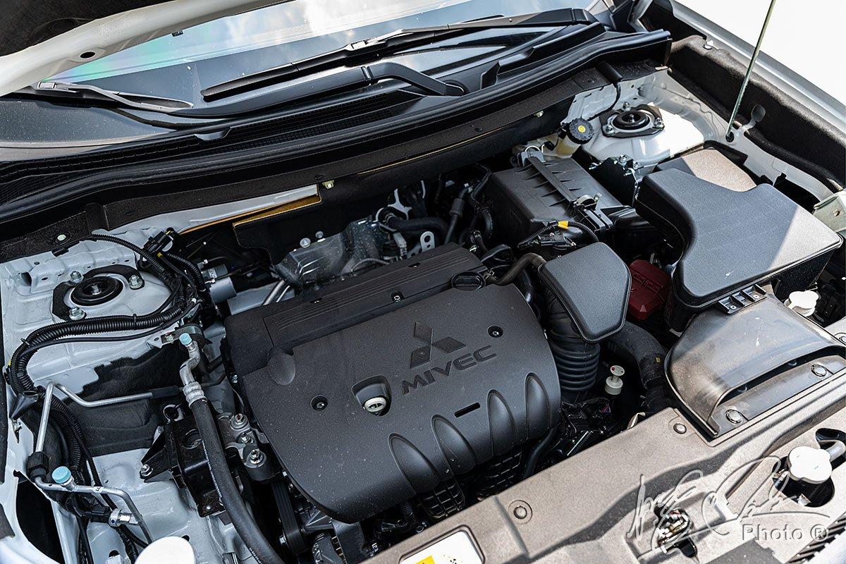 Động cơ MIVEC 2.4L trên Mitsubishi Outlander 2.4 CVT Premium 2020.