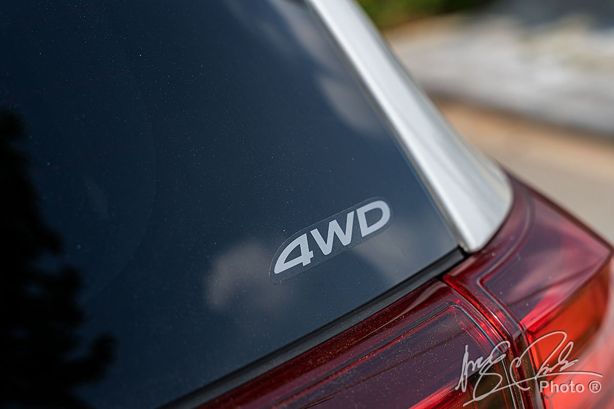 Logo 4WD của Mitsubishi Outlander 2.4 CVT Premium 2020.