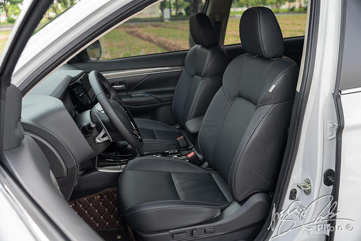 Hàng ghế trước của Mitsubishi Outlander 2.4 CVT 2020.