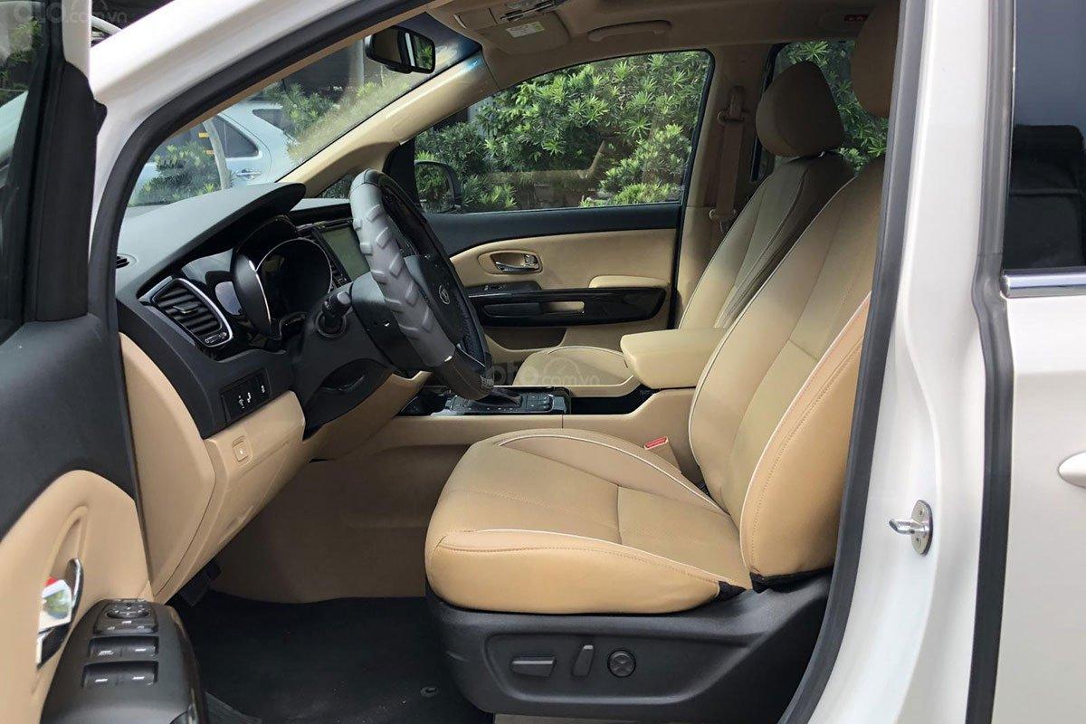 Khu vực hàng ghế trước xe Kia Sedona 2018 1