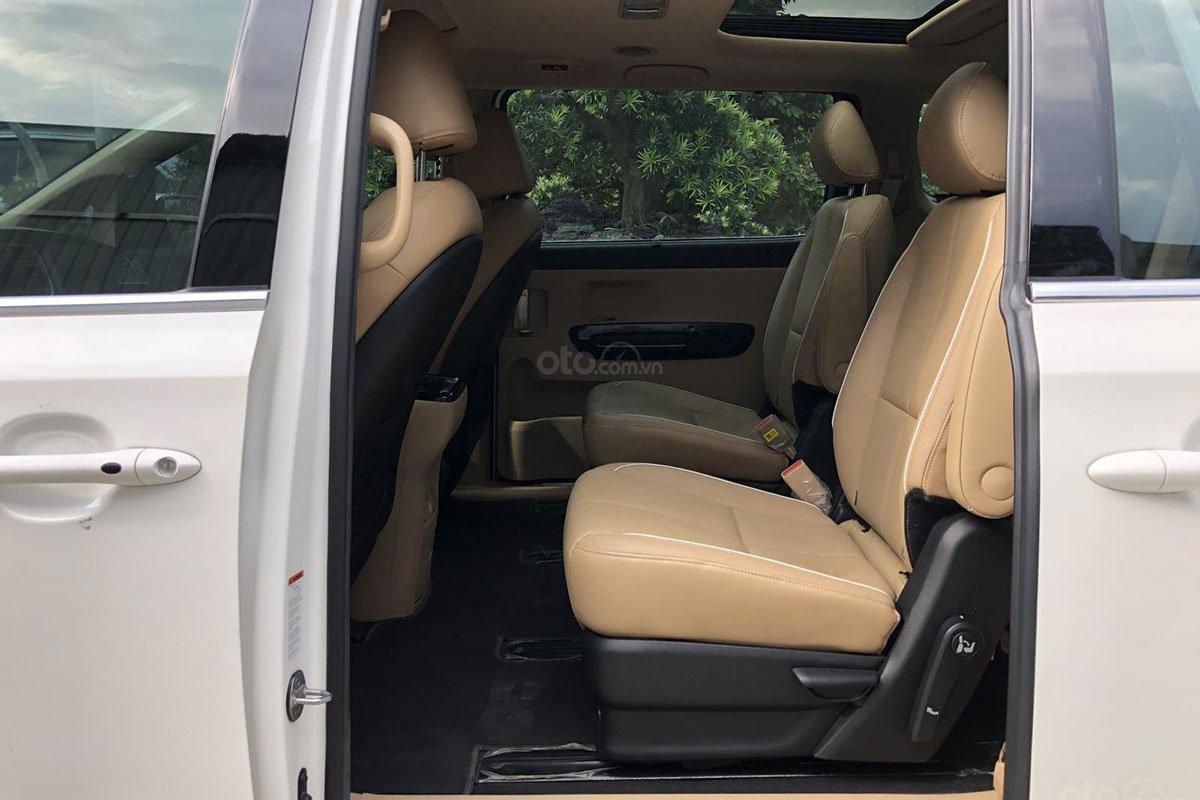 Khu vực hàng ghế thứ hai xe Kia Sedona 2018 1